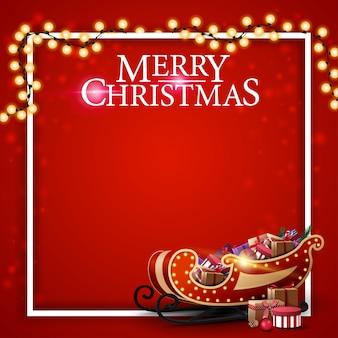 Feliz navidad, fondo cuadrado rojo para tarjeta de felicitación, marco, guirnalda y trineo de santa con regalos