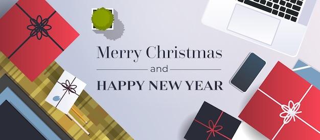 Feliz navidad lugar de trabajo escritorio tarjeta de felicitación ilustración