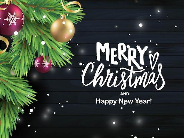 Feliz navidad mano rotulación tarjeta de texto. rama de pino realista con bolas sobre fondo de madera negra. inscripción de tipografía para diseño de vacaciones de navidad y año nuevo.