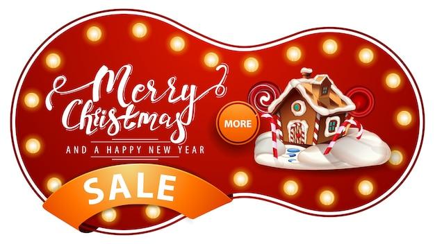 Feliz navidad y próspero año nuevo, banner de descuento rojo con bombillas, cinta naranja y casa de pan de jengibre de navidad