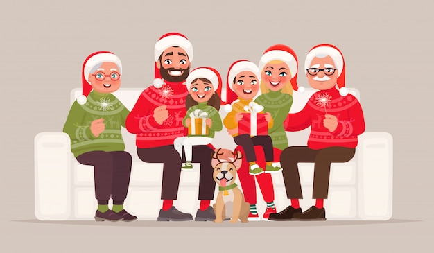 Feliz navidad y próspero año nuevo. familia numerosa sentada en el sofá sobre un fondo aislado