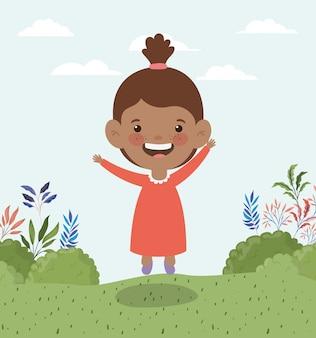 Feliz niña afro en el paisaje de campo