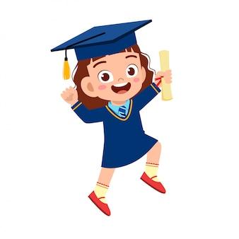 Feliz niña linda niña graduada de la escuela