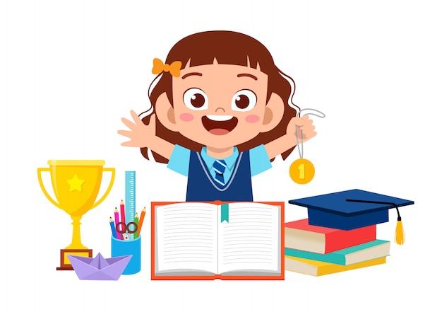 Feliz niña niño lindo con material escolar
