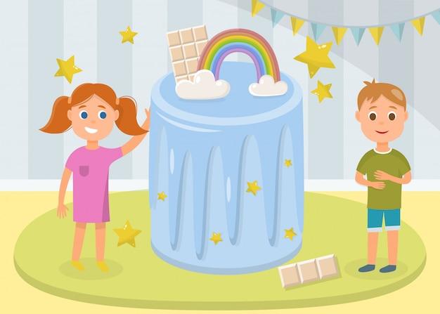 Feliz niña y niño de pie cerca de enorme pastel festivo