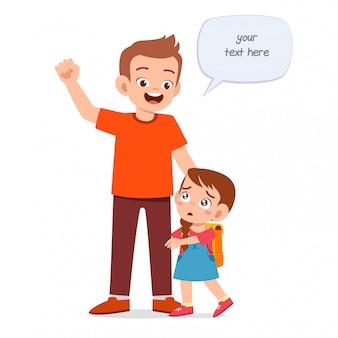 Feliz niño lindo niña primer día de escuela con padre