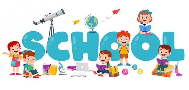 Feliz niño lindo niño y niña en cartel de la escuela