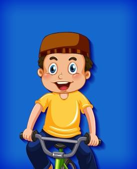 Feliz niño musulmán montando bicicleta