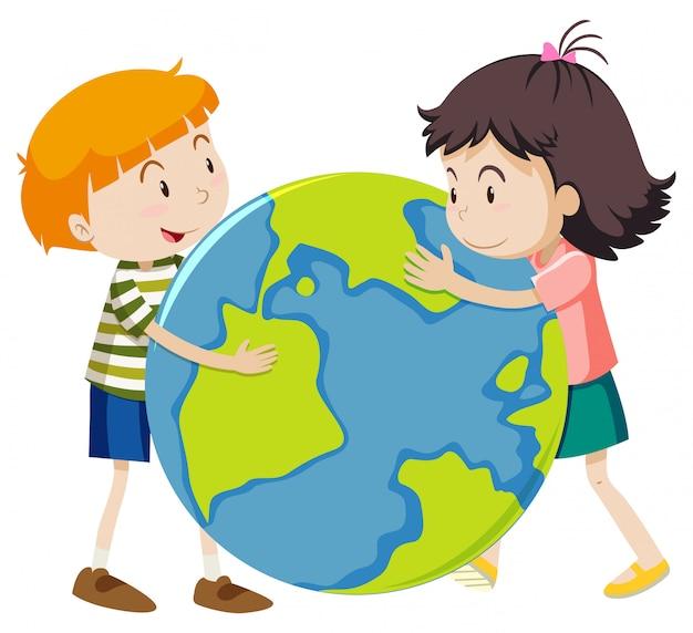 Feliz niño y niña abrazando gran mundo sobre fondo blanco.