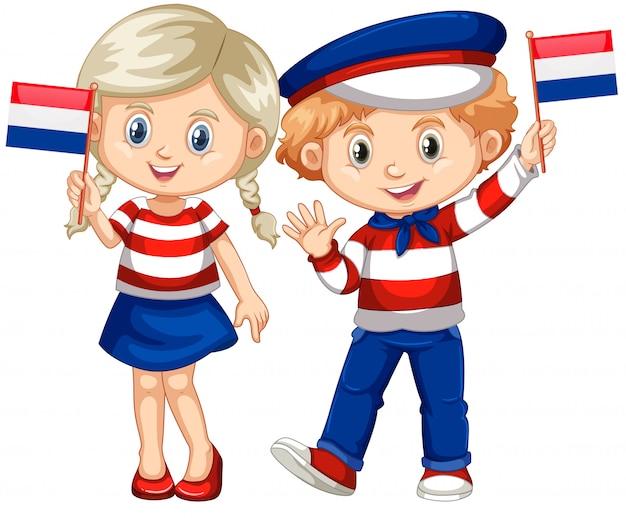 Feliz niño y niña sosteniendo la bandera de holanda
