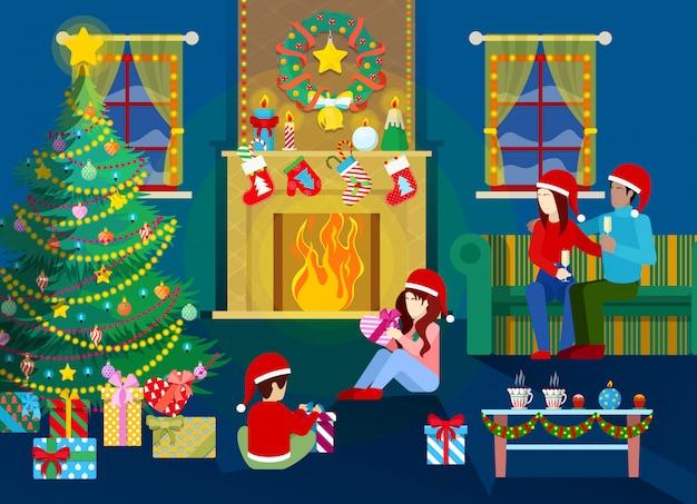 Feliz nochebuena familia feliz en el interior de la casa con árbol de navidad, chimenea y regalos.
