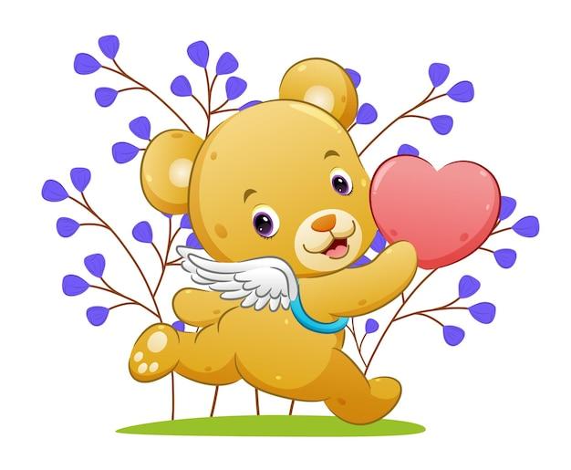 El feliz oso cupido con alas sostiene el amor y corre en el parque de la ilustración.