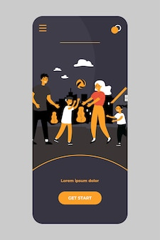 Feliz pareja familiar disfrutando de actividades al aire libre con niños en la aplicación móvil