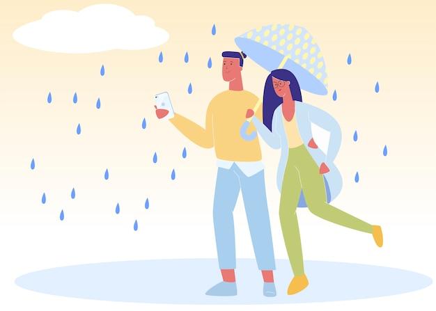 Feliz pareja tomados de la mano caminando en el parque bajo la lluvia