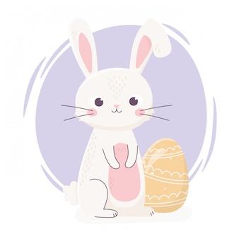 Feliz pascua lindo conejo con huevo amarillo