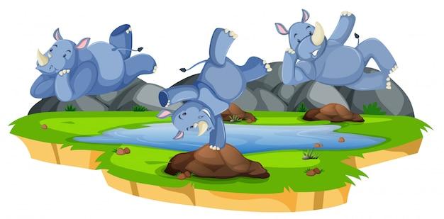 Feliz personaje de rinoceronte en la naturaleza.