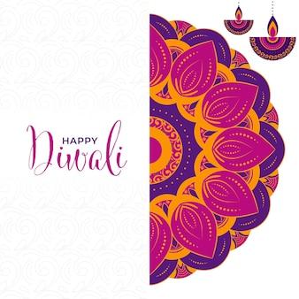Feliz tarjeta de felicitación de diwali con lámparas de aceite encendidas (diya) colgar y patrón de mandala sobre fondo blanco.