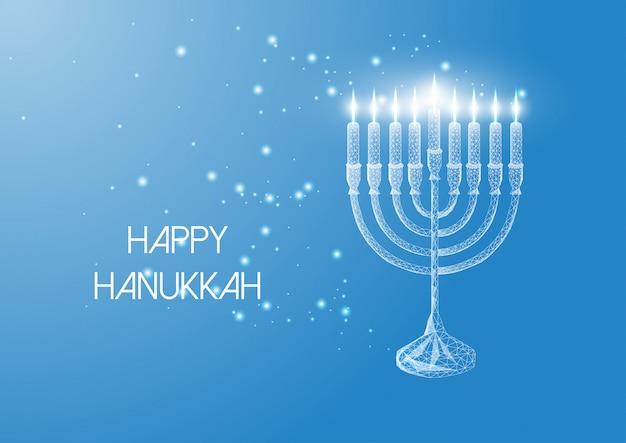 Feliz tarjeta de felicitación de hanukkah con menorah de baja poli brillante y velas encendidas en azul.