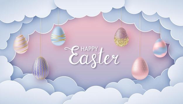Feliz tarjeta de felicitación de pascua en papel cortado estilo nubes de papel y huevos de pascua realistas en cuerdas