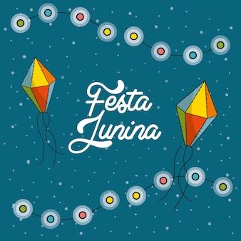 Festa junina con bombillas de cadena y cometas