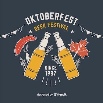 Festival de cerveza oktoberfest dibujado a mano con botellas
