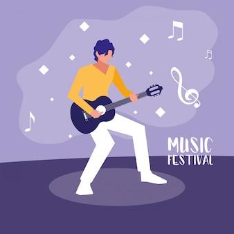 Festival de música con hombre tocando la guitarra