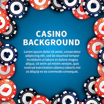 Fichas de casino en la mesa, fondo con plantilla de texto