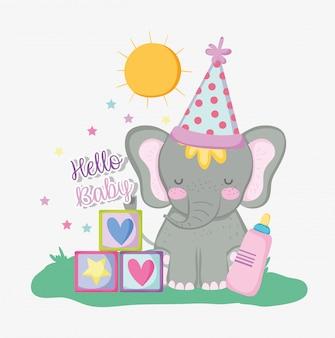 Fiesta de bienvenida al bebé y elegante con sombrero de fiesta.