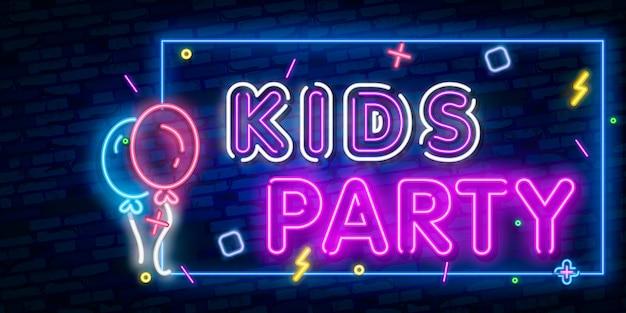Fiesta infantil de neón de texto. celebración de diseño publicitario. letrero de neón brillante de la noche, cartelera colorida, bandera ligera.