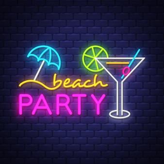 Fiesta en la playa. letras de letrero de neón de vacaciones de verano tropical