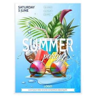 Fiesta de verano gafas de sol hojas tropicales piña sandía frutas sobre fondo de salpicaduras de agua