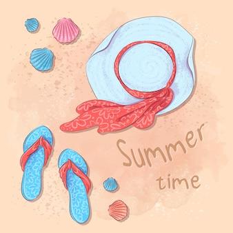 Fiesta de verano en la playa con estampado de tarjetas postales con un sombrero y pizarras en la arena junto al mar. estilo de dibujo a mano.