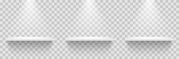 Fila de estantes blancos vacíos aislado sobre fondo transparente