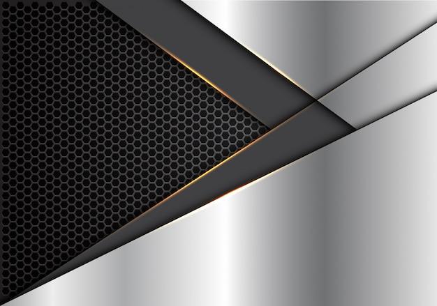 Flecha gris dirección de luz dorada en plata con fondo de malla hexagonal.