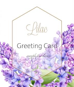 Flor lila sobre fondo blanco con tarjeta de felicitación hexagonal dorada con lugar para texto