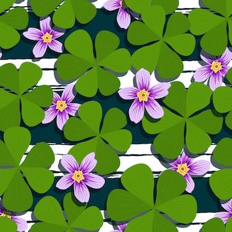Flor morada y trébol verde de patrones sin fisuras
