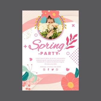Flyer vertical para fiesta de primavera con mujer y flores.