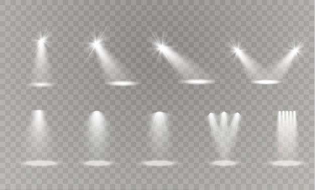 Focos brillantes blancos grises realistas sobre fondo transparente establecido. estudio de teatro, iluminación de escena. magia, brillante, efectos de luz degradados.
