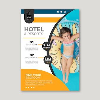 Folleto de información del hotel con foto