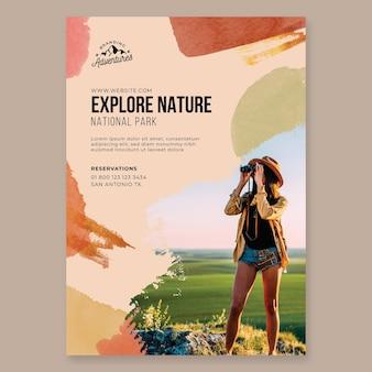 Folleto de senderismo vertical explore la naturaleza