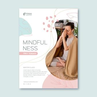 Folleto vertical de meditación y atención plena
