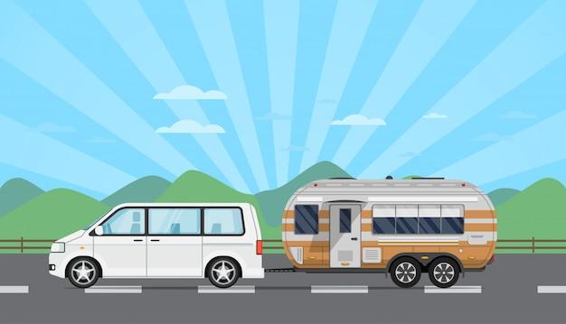 Folleto de viaje por carretera con auto hatchback y remolque