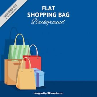 Fondo azul con algunas bolsas de la compra