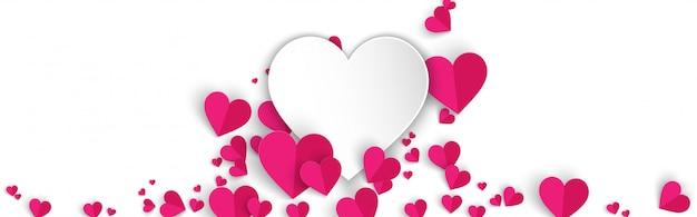 Fondo de banner blanco horizontal con corazones de color rosa estilo de corte de papel