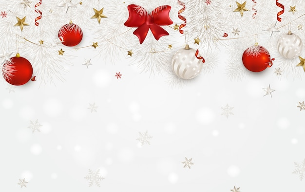 Fondo blanco con bolas de navidad, lazo de satén rojo, ramas de abeto blanco, estrellas 3d, copos de nieve, serpentina.