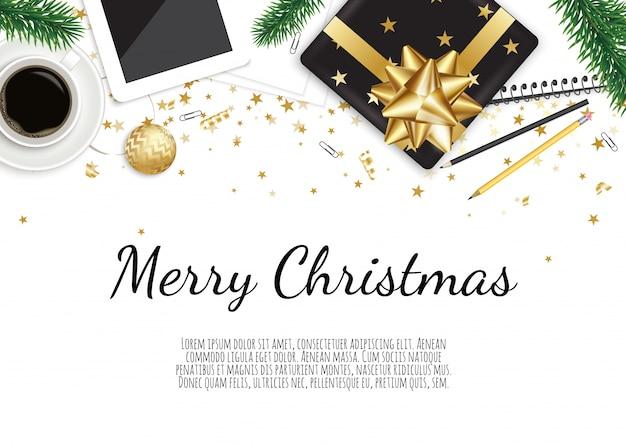 Fondo con caja de regalo de navidad, taza de café en la mesa de madera marrón