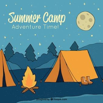 Fondo de campamento de verano dibujado a mano de noche
