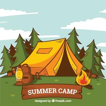 Fondo de campamento de verano dibujado a mano con tienda y hoguera