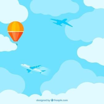 Fondo de cielo nuboso con globo colorido volando