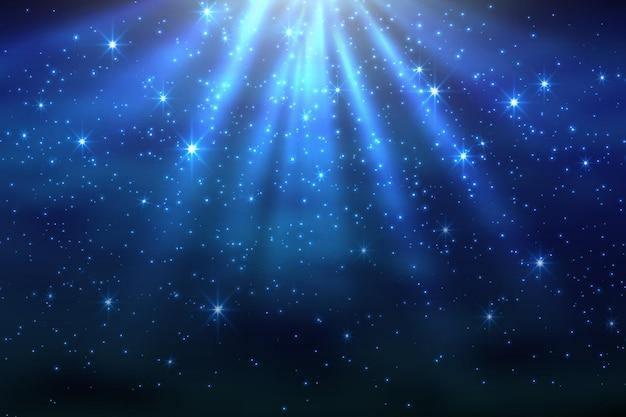 Fondo de cielo oscuro del espacio cósmico con nebulosa de estrellas brillantes azules en la noche